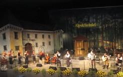 23 Alpski Quintett mit Streichergruppe in Kammerbesetzung