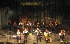 24 Alpenoberkrainer mit Blaskapelle