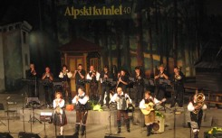 24 Alpski kvintet z godbo na pihala