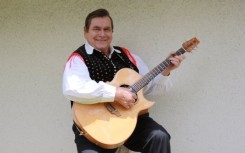 44 Dolgoletni vodja in kitarist Joze Antonic