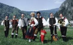 9 Zwei neue Mitglieder Edi Semeja  Akkordeon  und Oto Pestner  Vokal